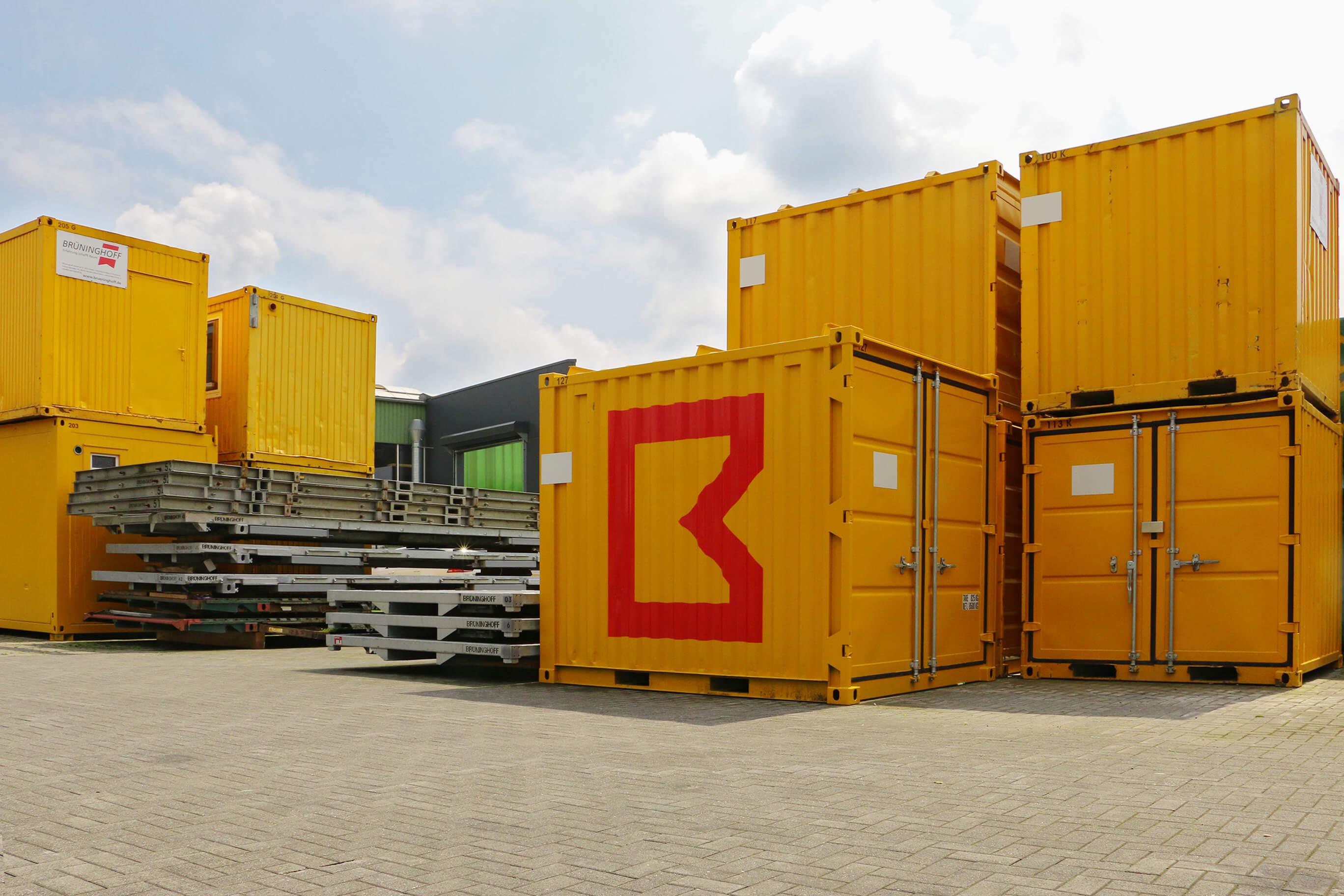 Container mit der neuen Bildmarke, Baustellenbeschriftung