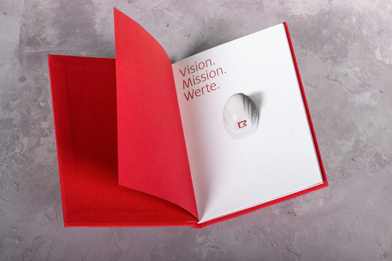Titelseite des Unternehmnsleitbild mit neuem Corporate Design für Brüninghoff