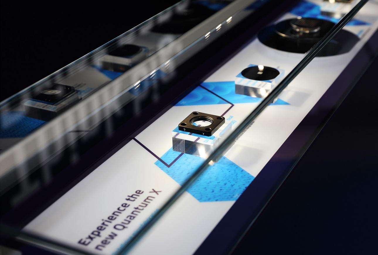 Gestaltung Messevitrine für Nanoscribe, individueller Messebau im Corporate Design von 31M Agentur