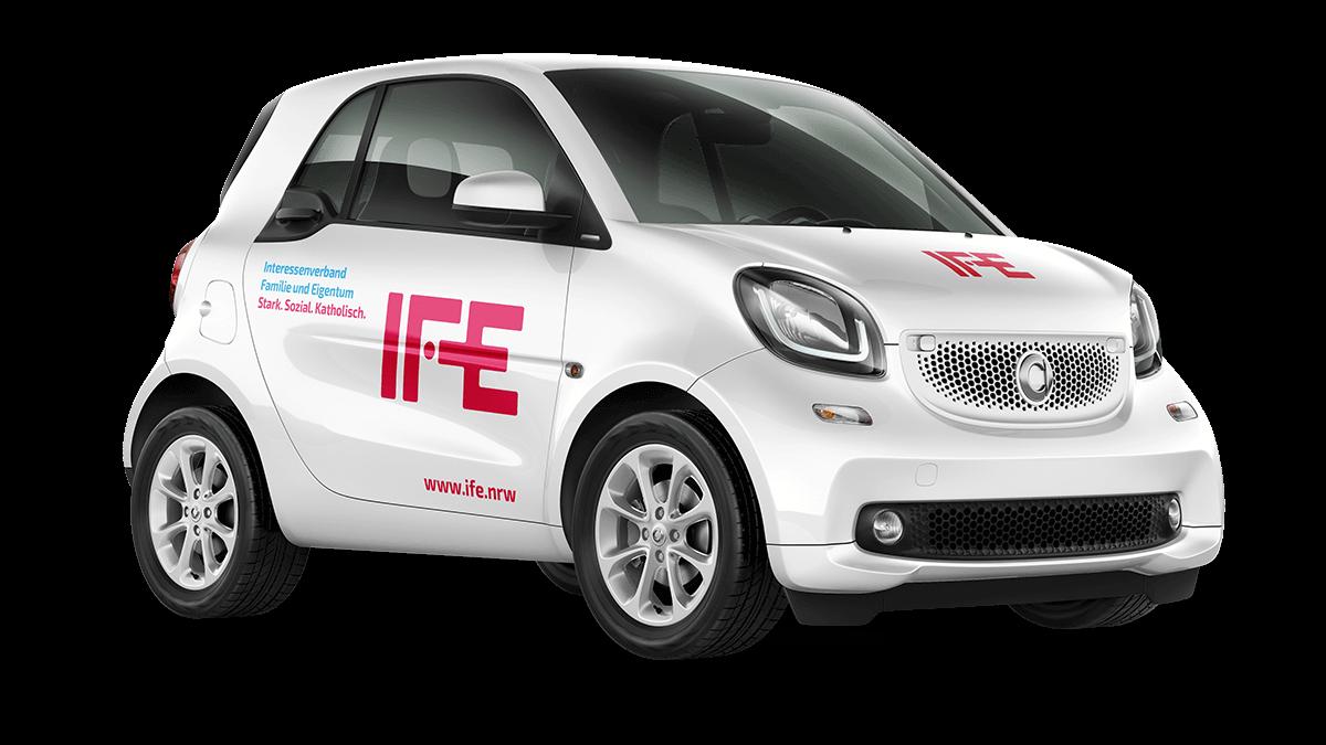 Fahrzeugbeschriftung im IFE-Corporate Design, gestaltet von 31M, Essen