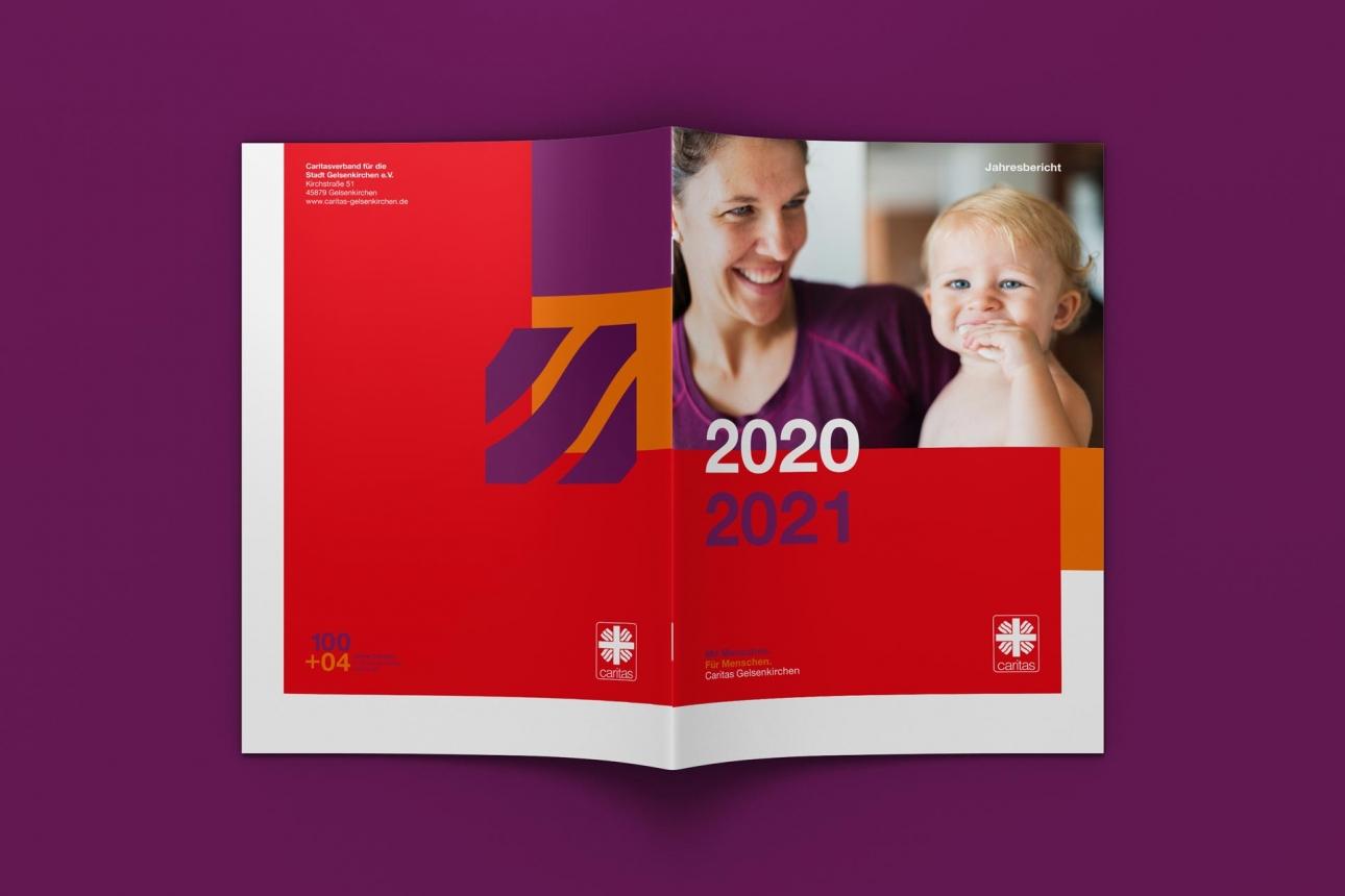 Außenseite des Jahresbericht im neuen Corporate Design der Caritas Gelsenkirchen