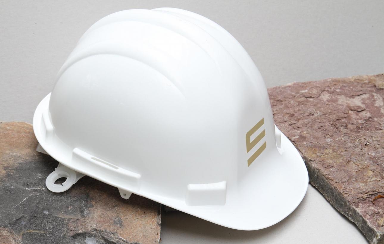 Bauhelm mit neuer Bildmarke für constructure