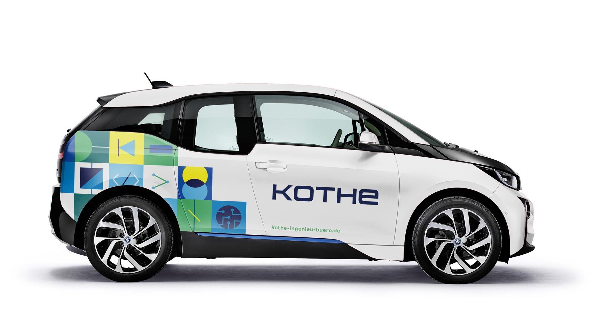 Elektrofahrzeug im neuen Corporate Design